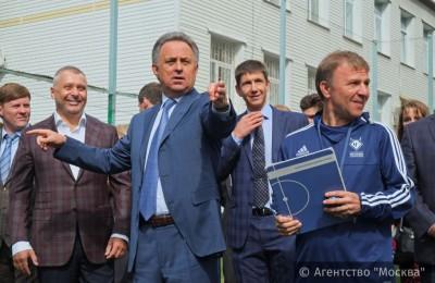 Виталий Мутко осмотрел все тренировочные поля академии