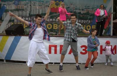 Праздничные танцы на дне муниципального округа