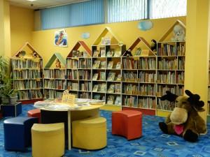 Книжный зал библиотеки в ЮАО