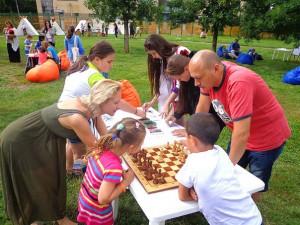 Сотрудники центра проводят различные мероприятия для детей и подростков района