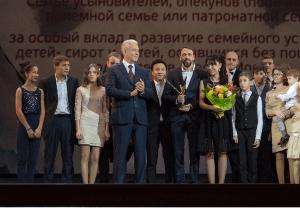 Мэр Москвы Сергей Собянин сообщил, что выплаты московским приемным семьям будут увеличены