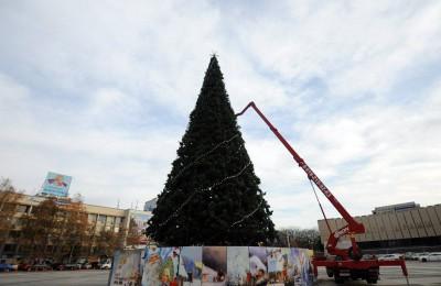 Около 60 искусственных елок установят в Южном округе к Новому году