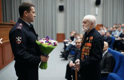 В Южном округе с 91-летием поздравили ветерана Великой Отечественной войны