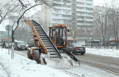 Две бригады направлены на уборку снега в районе