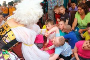 Воспитанников центра содействия семейному воспитанию «Вера. Надежда. Любовь» в ЮАО поздравили с Днем защиты детей