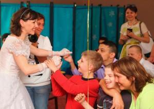 Воспитанников центра содействия семейному воспитанию «Вера. Надежда. Любовь» в ЮАО в рамках благотворительной акции поздравили с Днем защиты детей