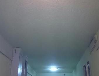 По просьбе жителя района Чертаново Южное в подъезде дома отремонтировали освещение
