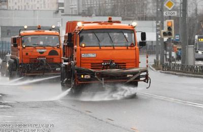 Коммунальщики столицы в преддверии зимы еще раз промоют специальным шампунем дороги, тротуары и дворы