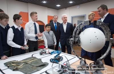 Мэр Москвы Сергей Собянин в четверг посетил детский технопарк «Кванториум»