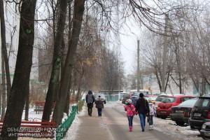По трем адресам в районе выполнили ремонт ограждения газонов
