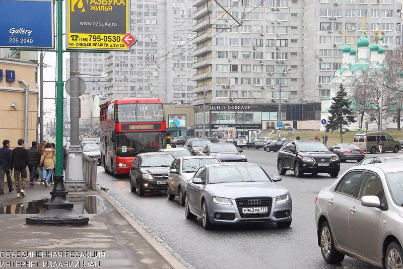 Водителей в столице России просят быть осторожными из-за гололеда