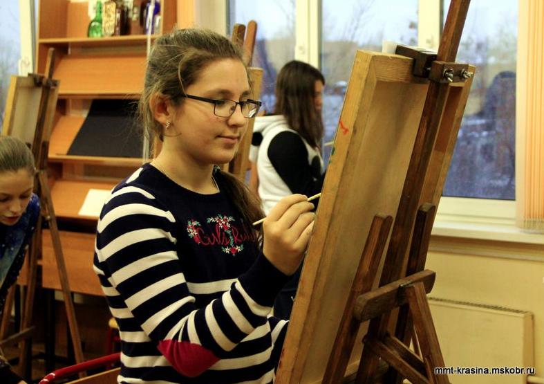Ученики на занятиях по рисованию в техникуме им. Красина