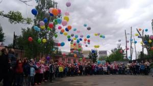 """Запуск шаров в небо в ДЮЦ """"Виктория"""""""